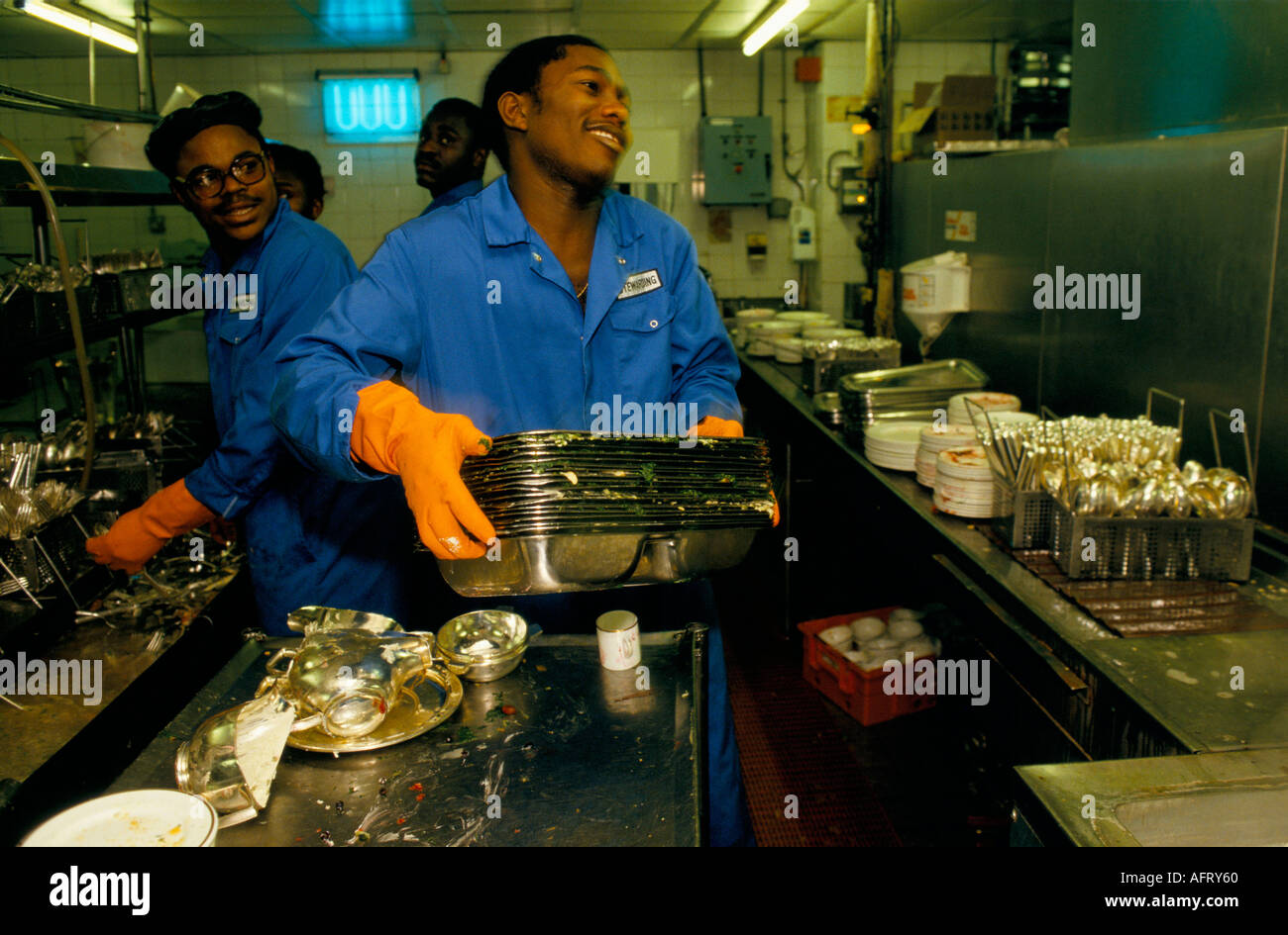 HOTEL STAFF IN THE KITCHENS LONDON  HOMER SYKES - Stock Image