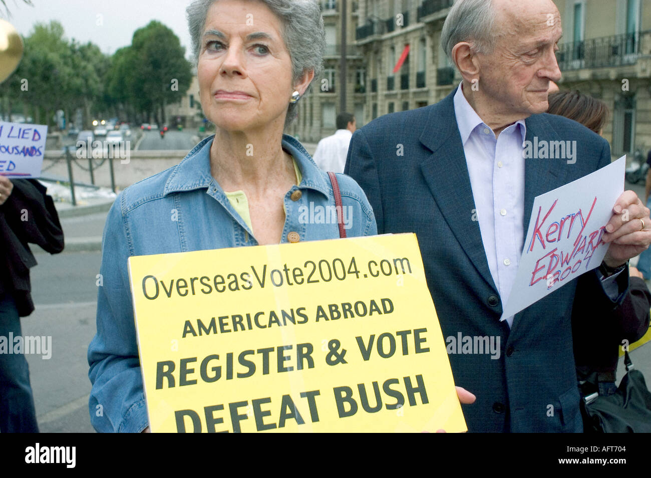 Paris FRANCE, 'Anti Bush' Demonstration by American 'Ex patriots' Paris Seniors 'Overseas Voters' Iraq War Anger Signs - Stock Image