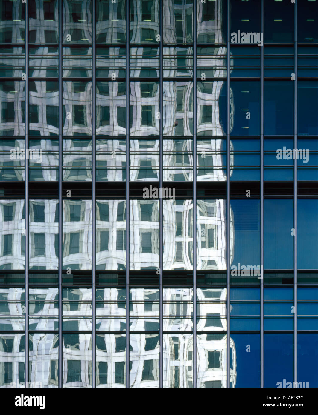 Canary Wharf, Docklands, London. Fenestration detail of 25 Bank Street. Architect: Cesar Pelli and Associates - Stock Image
