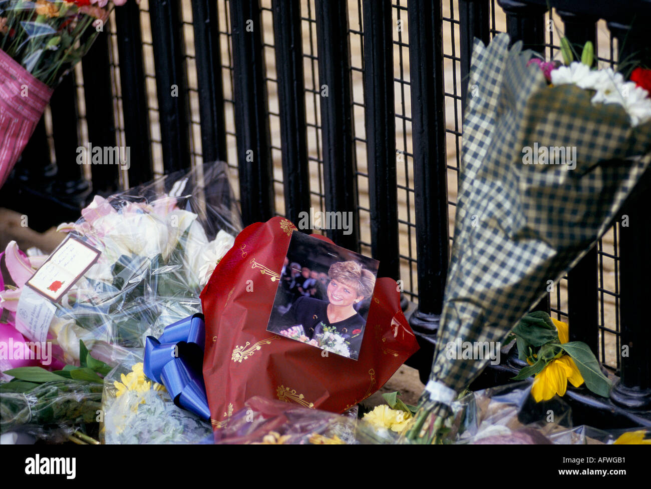 Diana Princess of Wales photograph flowers left as a floral tribute memorial September 1997 'Kensington Palace'  London UK 1990s HOMER SYKES - Stock Image