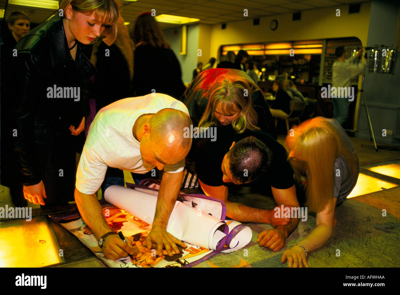 ENTERTAINER SIGNING AUTOGRAPHS FOR FANS AFTER PERFORMANCE.  HOMER SYKES - Stock Image