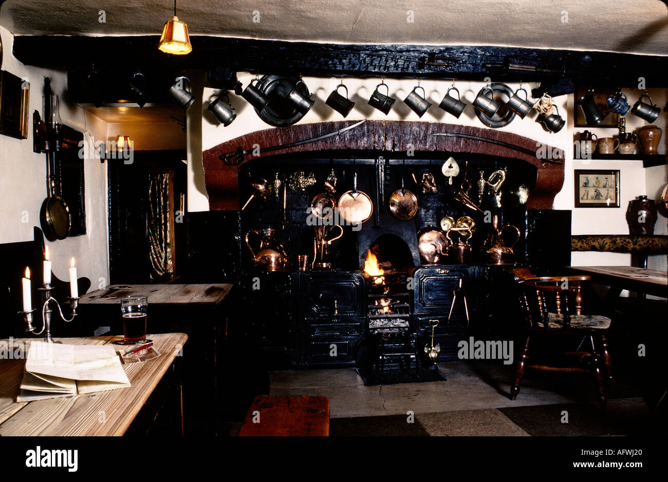 VILLAGE PUB THE OLDE GATE INN BRASSINGTON DERBYSHIRE HOMER SYKES - Stock Image