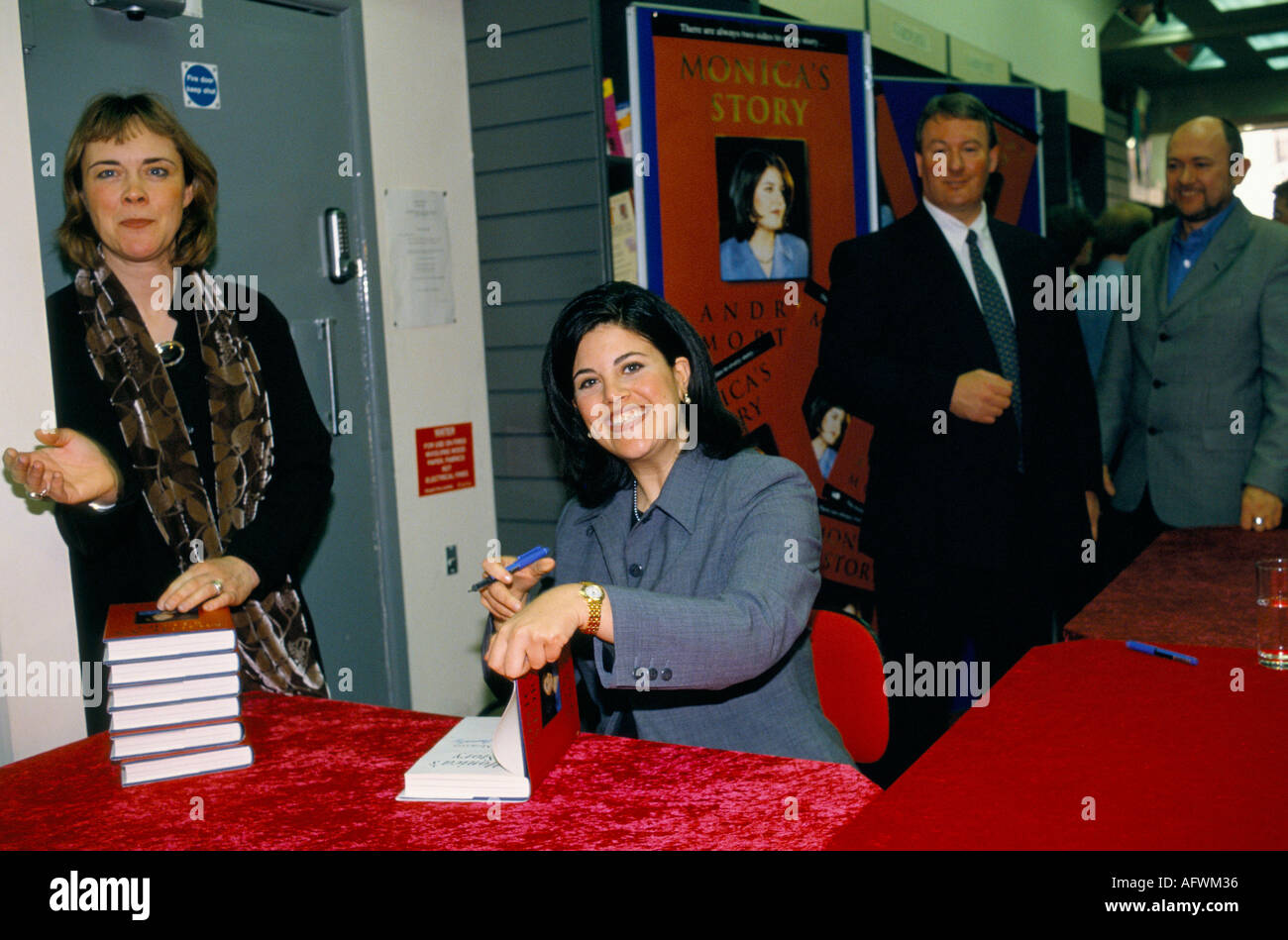 MONICA MADNESS MONICA LEWINSKY SIGNING COPIES OF HER BOOK MONICA S STORY IN WILTSHIRE SURROUNDED BY PR PEOPLE 1999 - Stock Image
