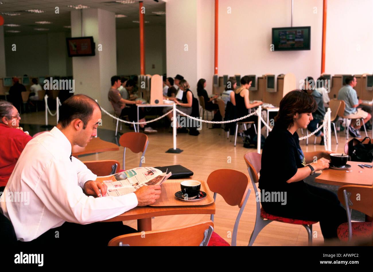EASYEVERYTHING INTERNET CAFE VICTORIA LONDON UK - Stock Image