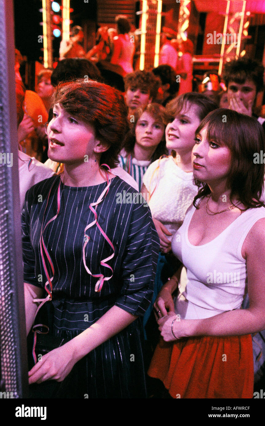 YOUNG WOMEN IN THE CROWD AT TOP OF THE POPS TV PROGRAM IN THE Circa 1985.1980s Uk  HOMER SYKES - Stock Image