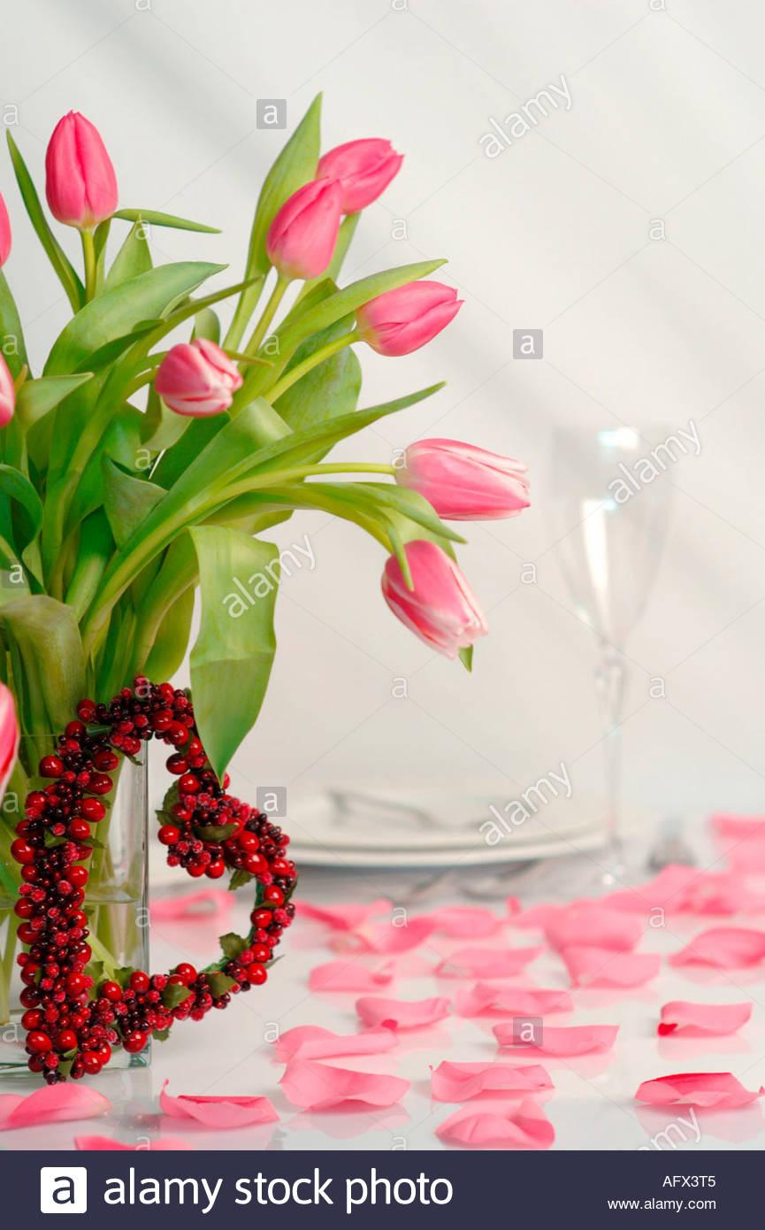 Gedeckter Tisch Mit Blumen Stock Photo 8018116 Alamy