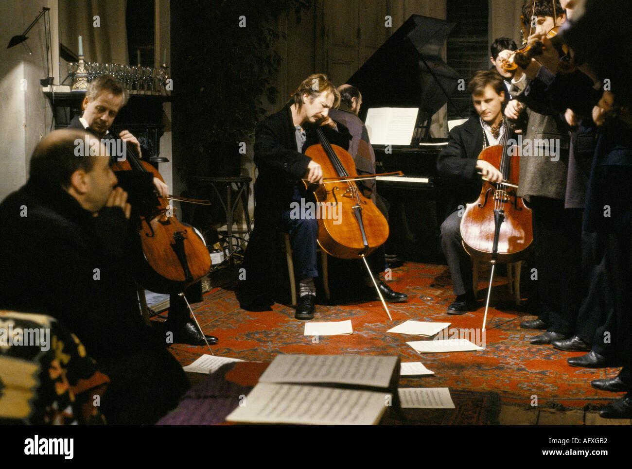 Alan Rickman British actor playing cello on film set of Truly Madly Deeply HOMER SYKES - Stock Image