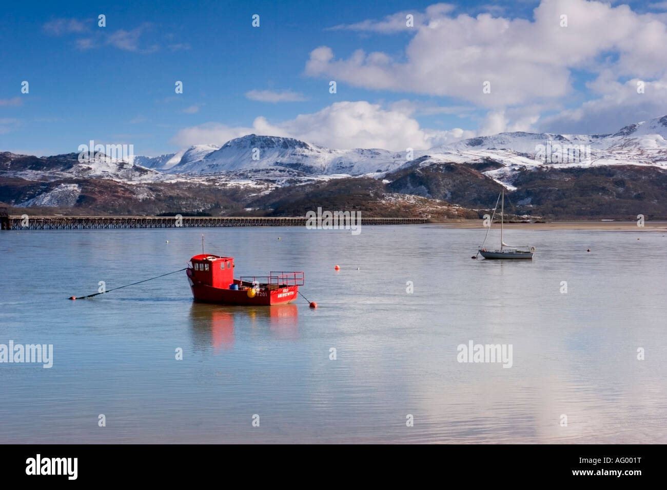 Snow covered Cader Idris from Barmouth overlooking the harbour Wales March 2006 Stock Photo