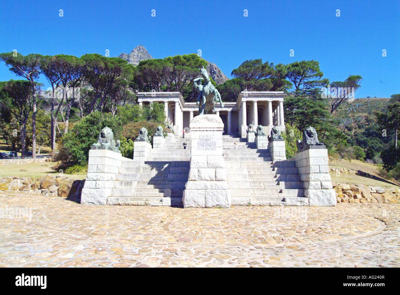 The memorial to Cecil John Rhodes stands on the slopes of Devil s Peak overlooking Cape Town. Commanly know as Rhodes - Stock Image
