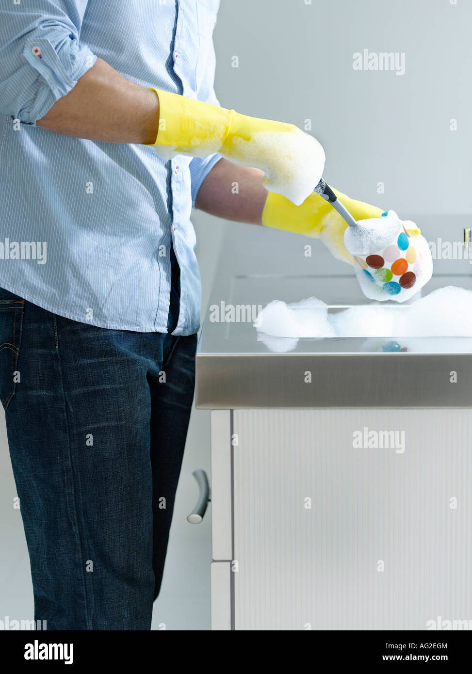 Man doing washing up at kitchen sink, mid section, side view Stock ...