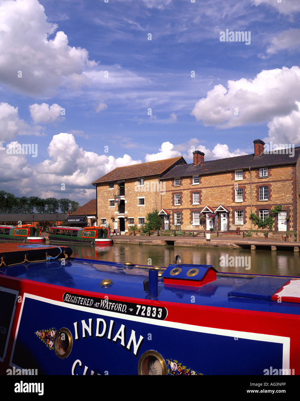 GB - NORTHAMPTONSHIRE:  Grand Union Canal at Stoke Bruerne - Stock Image