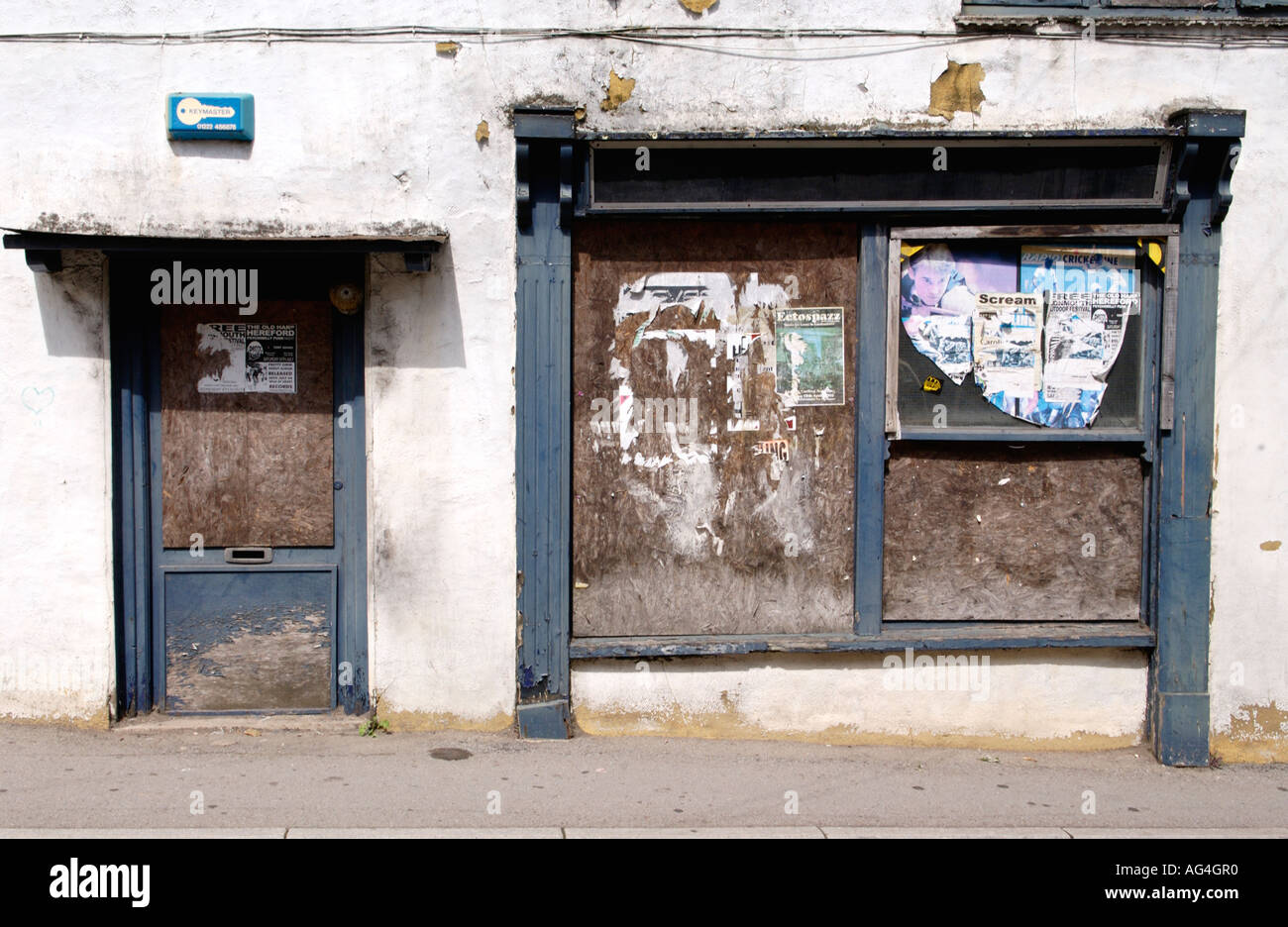 urban decay uk Derelict boarded up shop in Chepstow Monmouthshire South East Wales UK - Stock Image