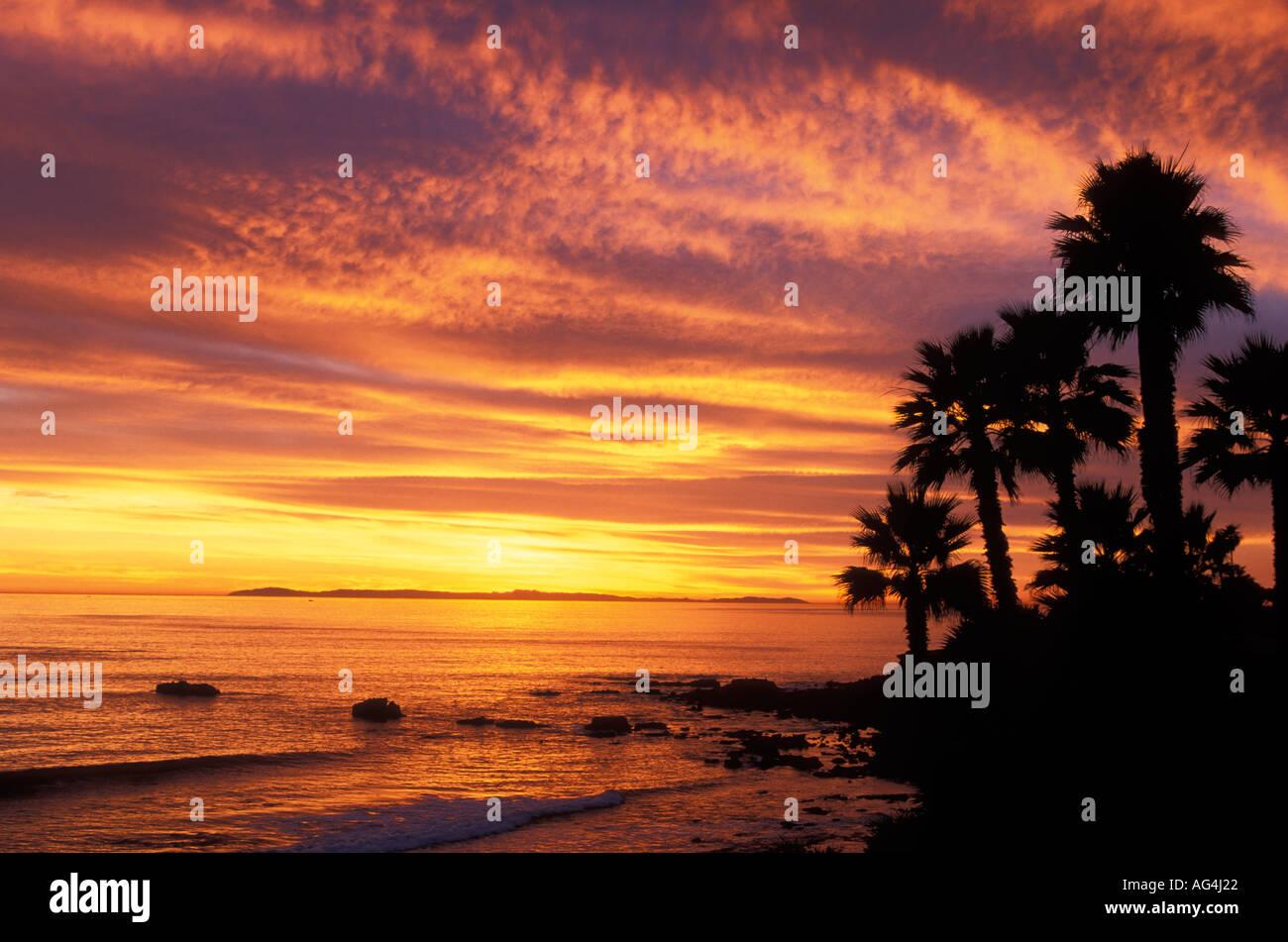 bb24cbb099329 A spectacular sunset at Heisler Park Laguna Beach California Stock ...