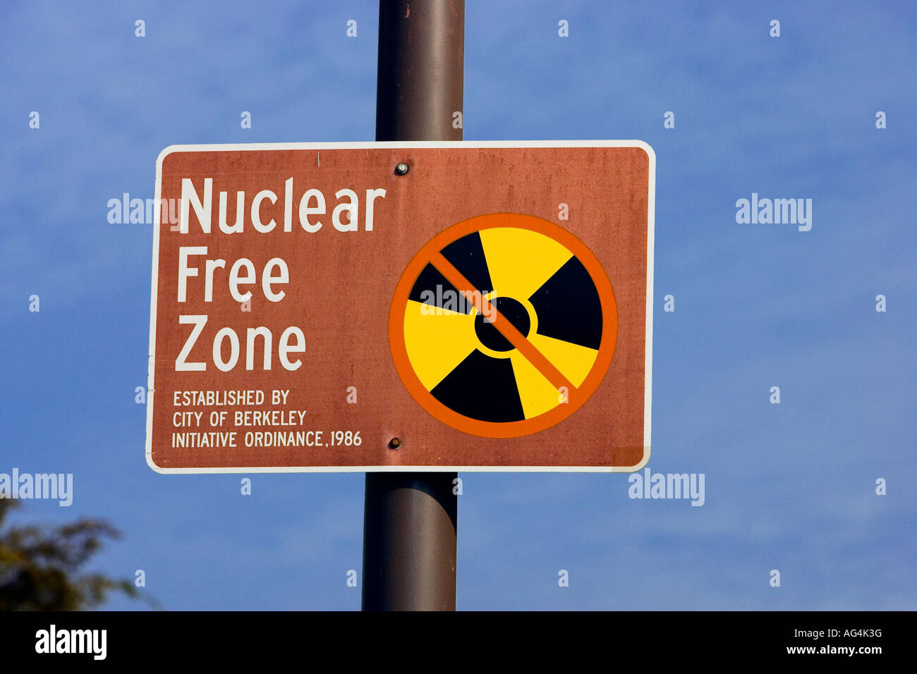 Berkeley Californica Nuclear Free Zone sign - Stock Image