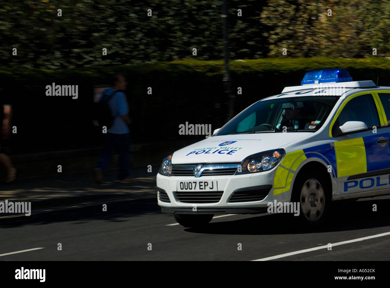 A Thames Valley Police Vehicle responding to an Emergency with Blue Light within the University City of Oxford - Stock Image