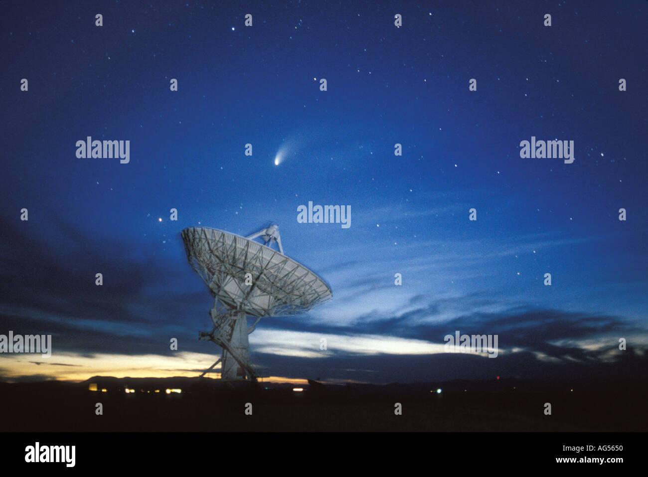Comet Hale Bopp and VLA Radio telescope - Stock Image