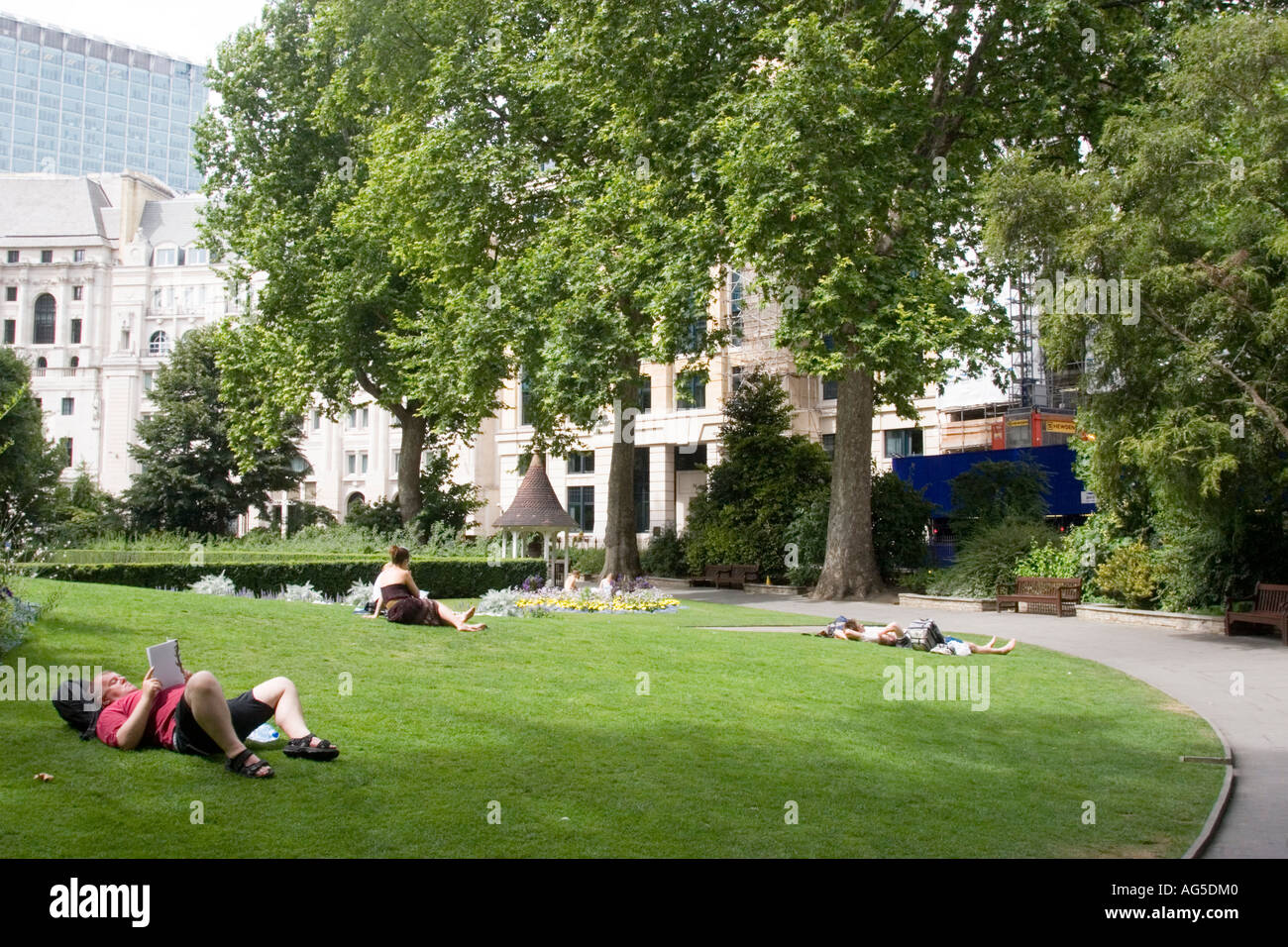 A quiet day in Finsbury Circus Gardens City of  London GB UK - Stock Image