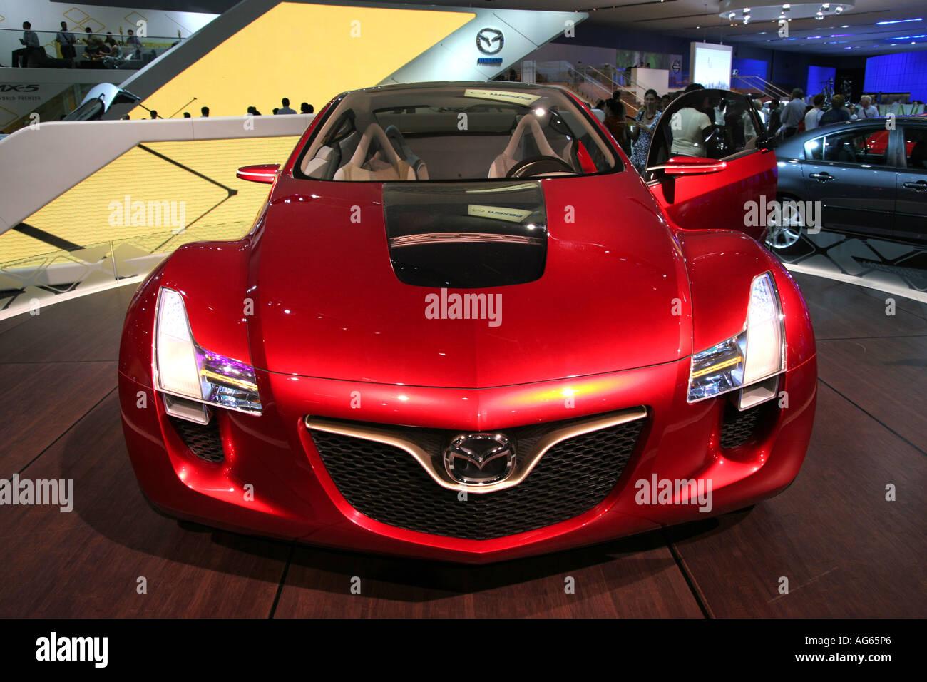 https://c8.alamy.com/comp/AG65P6/mazda-kabura-at-the-2006-british-international-motor-show-at-london-AG65P6.jpg