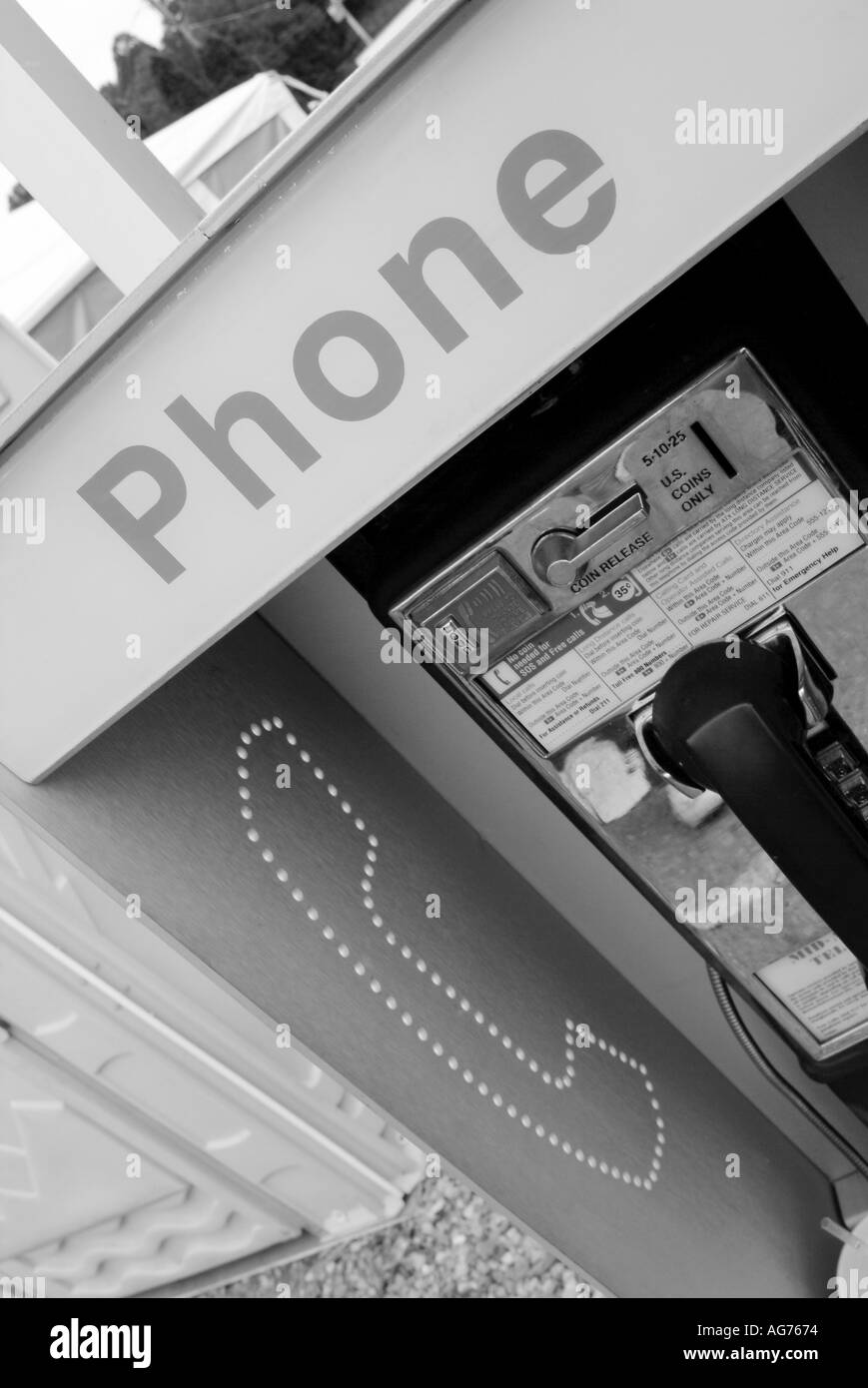 american pay phone box contact telephone telecoms telecommunication talk speak hear button receiver hang up quarter cent nickel - Stock Image
