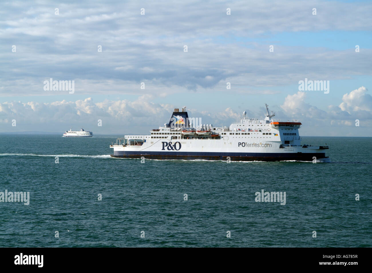 English Channel England Uk A Po Ferries Roro Cross Ferry Feryys Maroon Underway The Pride Of Burgundy