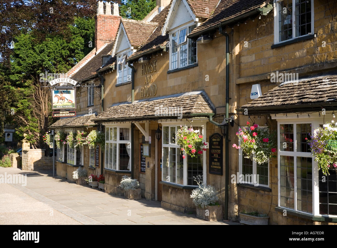 The Horse and Hound country pub in the Cotswold village of Broadway, Worcestershire - Stock Image