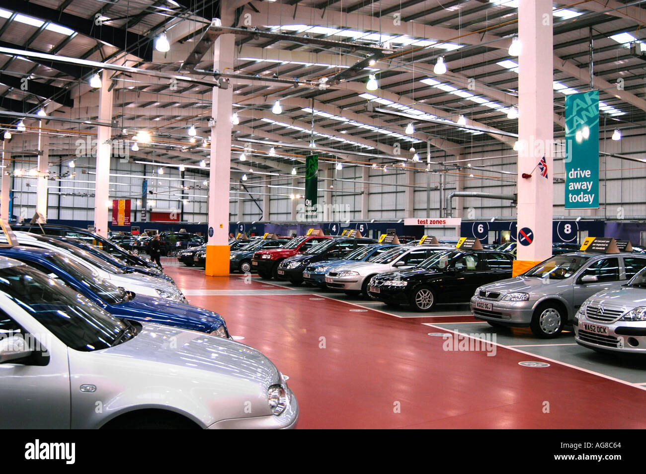 Used Car Dealers London >> Carland Used Car Showroom London England Uk Stock Photo 1084515 Alamy
