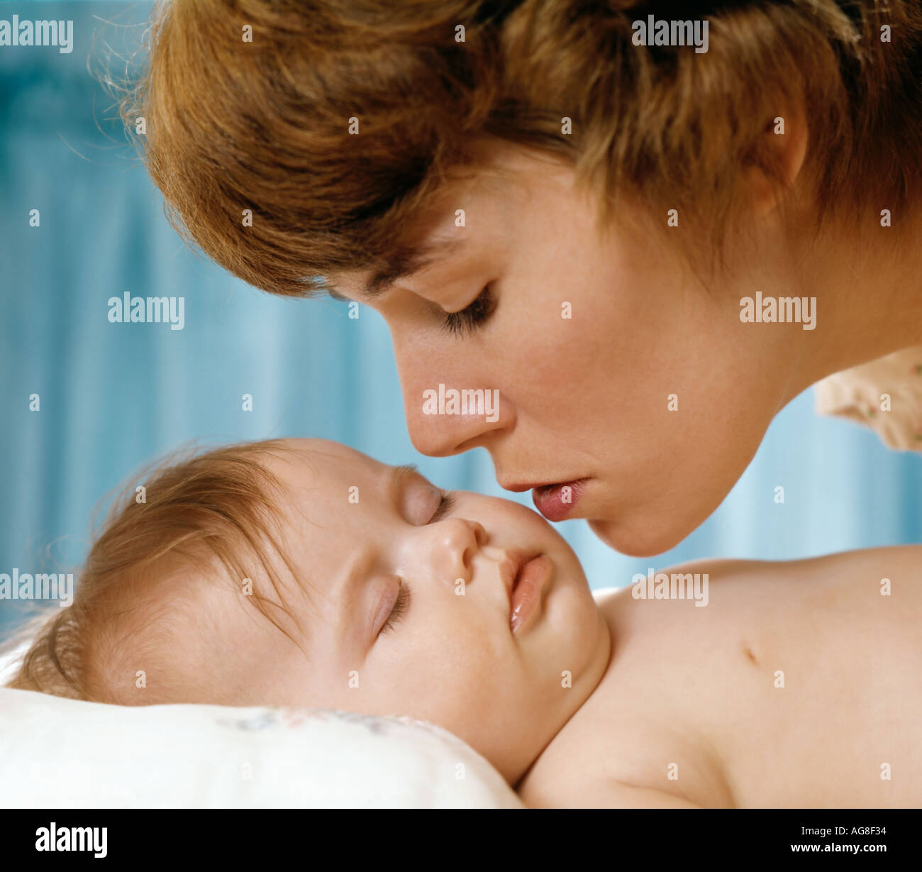 Goodnight Kiss High Resolution Stock Photography And Images Alamy