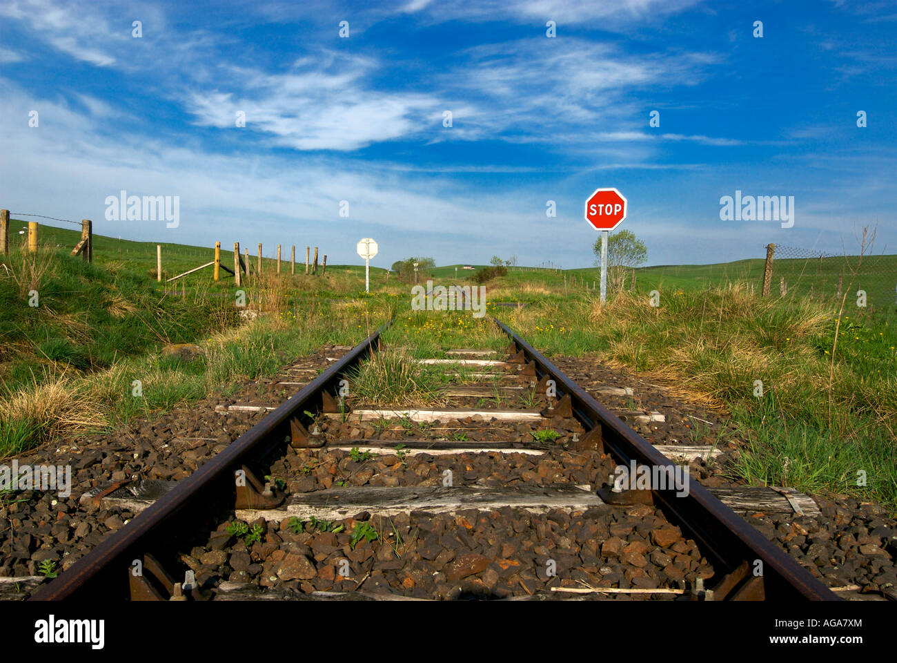 Old disused railway line train tracks with stop sign - Stock Image