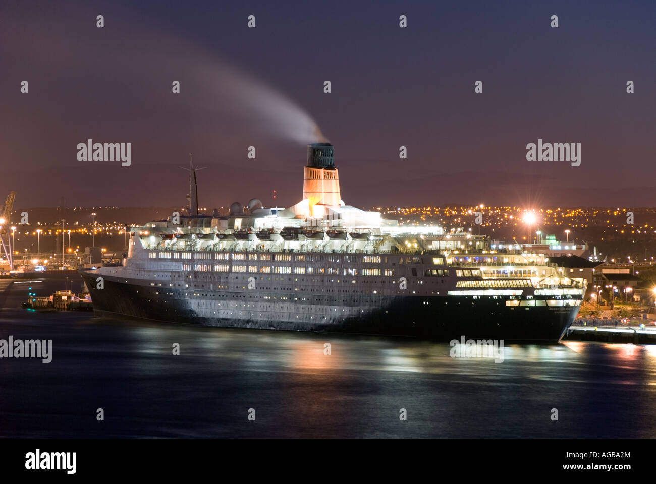 Cunard liner Queen Elizabeth 2 berthed at Tyne Commission Quay, Newcastle upon Tyne. - Stock Image
