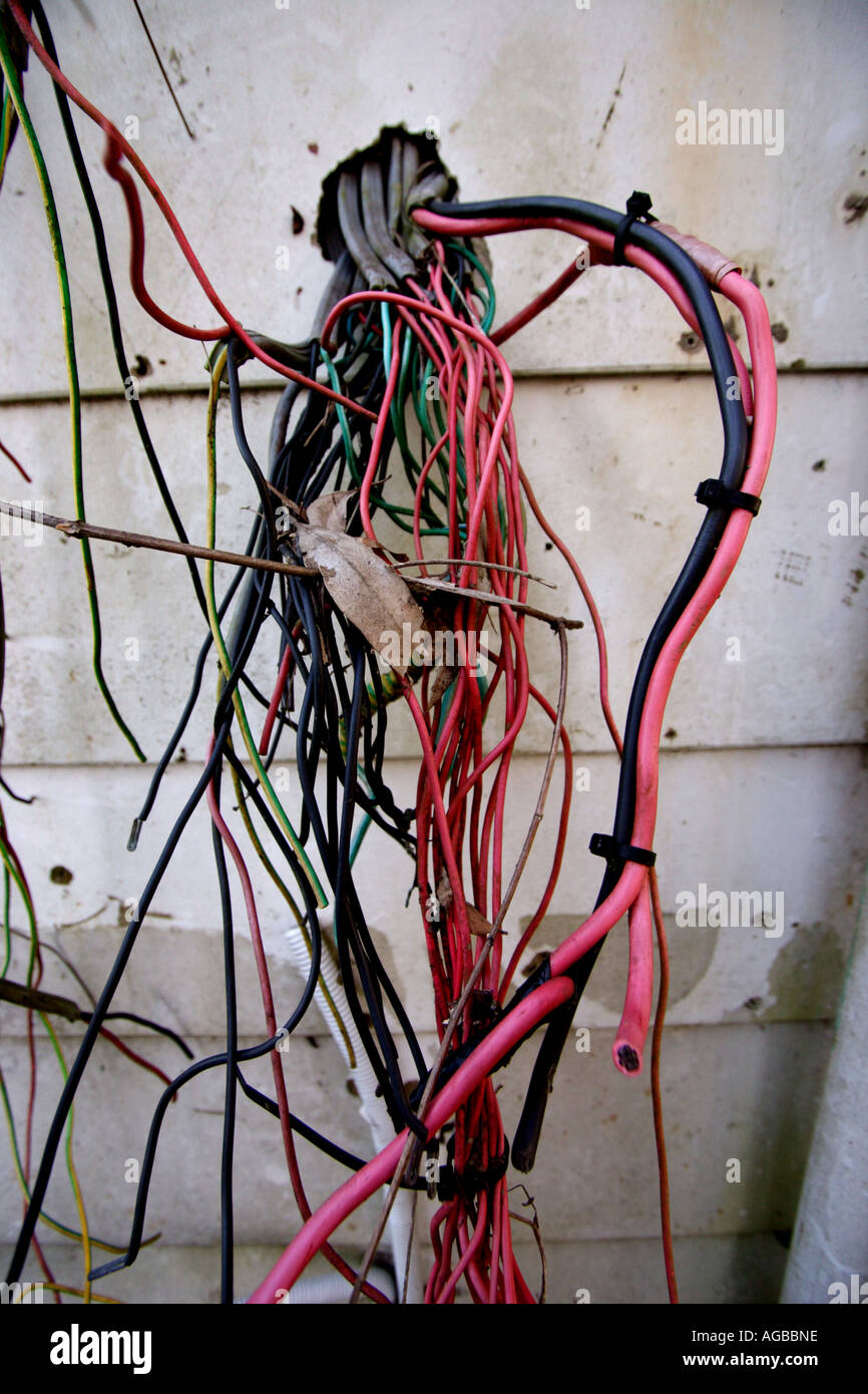 exposed electrical wiring on the outside of a house vertical stock rh alamy com exposed electrical wiring code exposed electrical wiring and metal