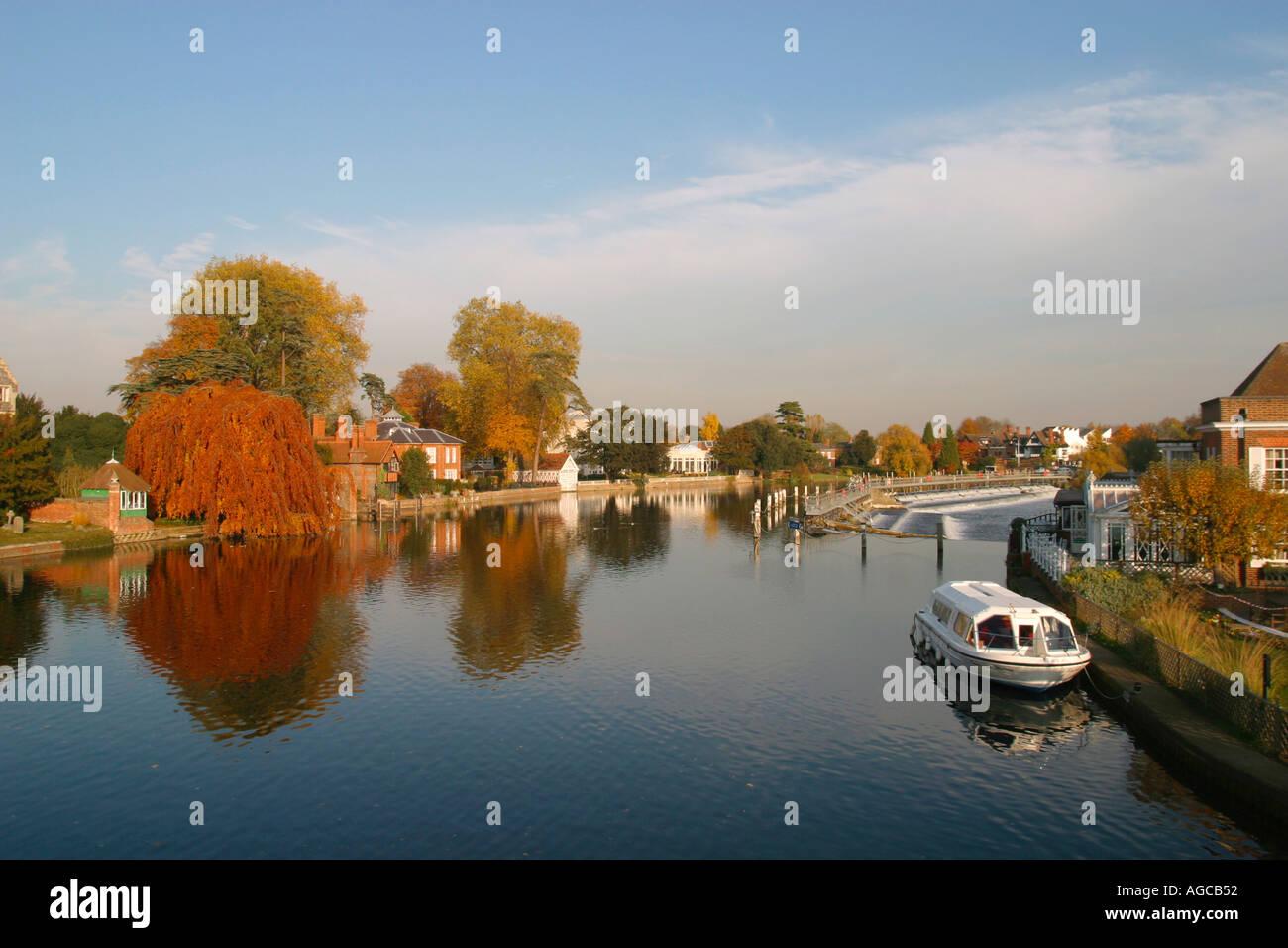Autumn colour, River Thames, Buckinghamshire, Chilterns, England, UK, Europe - Stock Image