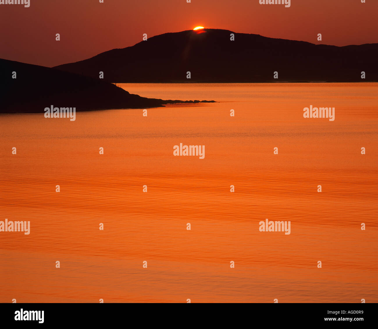 GB - SCOTLAND:  Sunset over Sound of Taransay in the Outer Hebrides - Stock Image