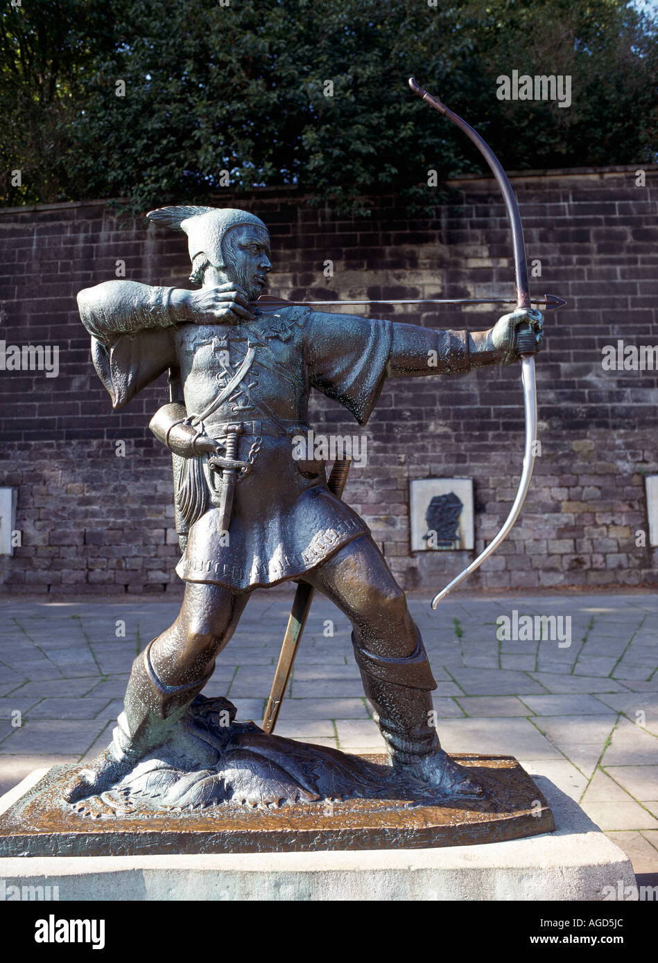 The bronze statue of Robin Hood was erected in 1952 a number of plaques surround the statue depicting scenes of - Stock Image