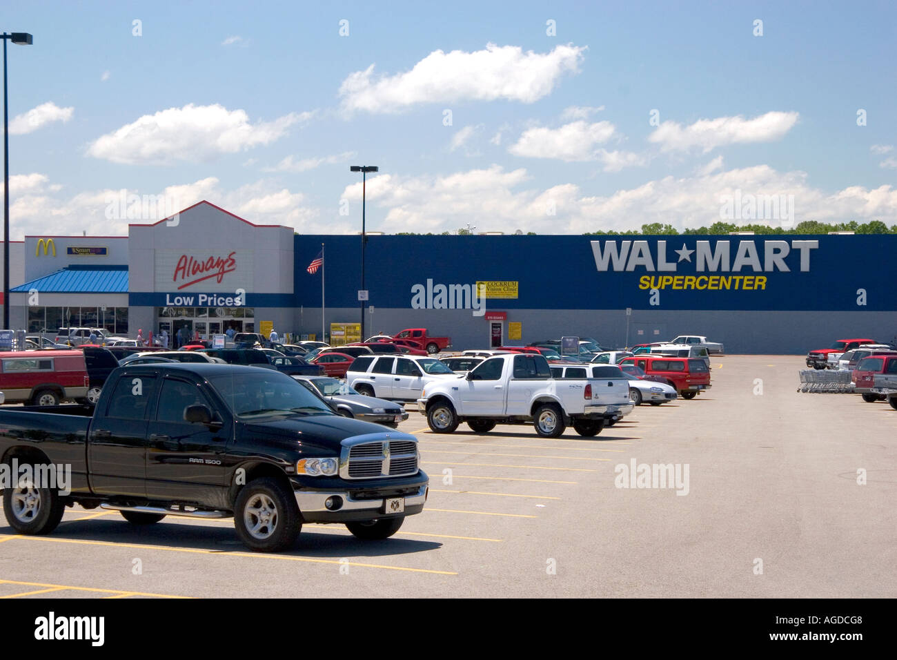 Cars In Parking Lot Wal Mart Stock Photos Cars In Parking Lot Wal