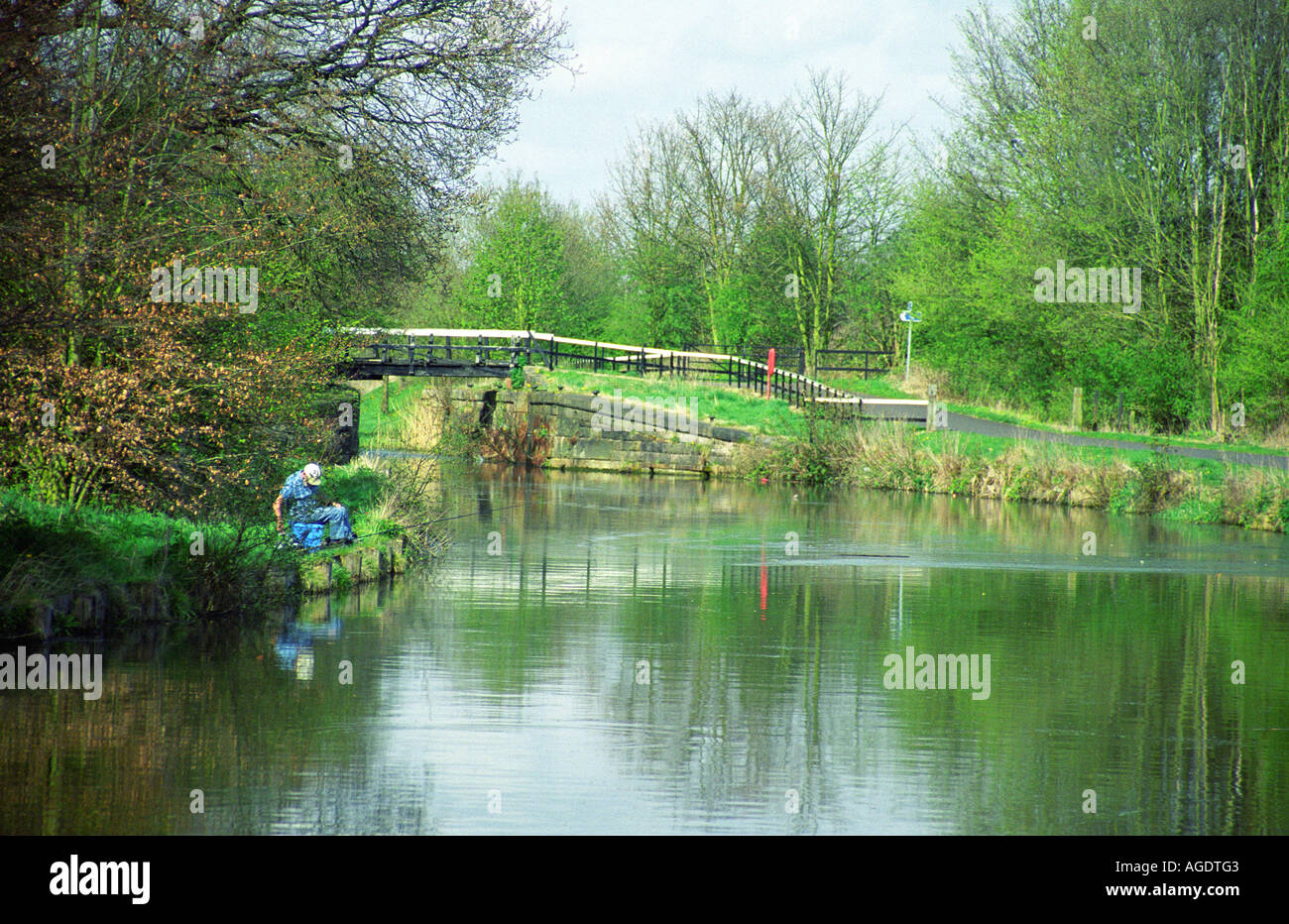 Bewsey Lock and Fisherman, Sankey St. Helen's Canal, Sankey Valley Park, Warrington, England Stock Photo