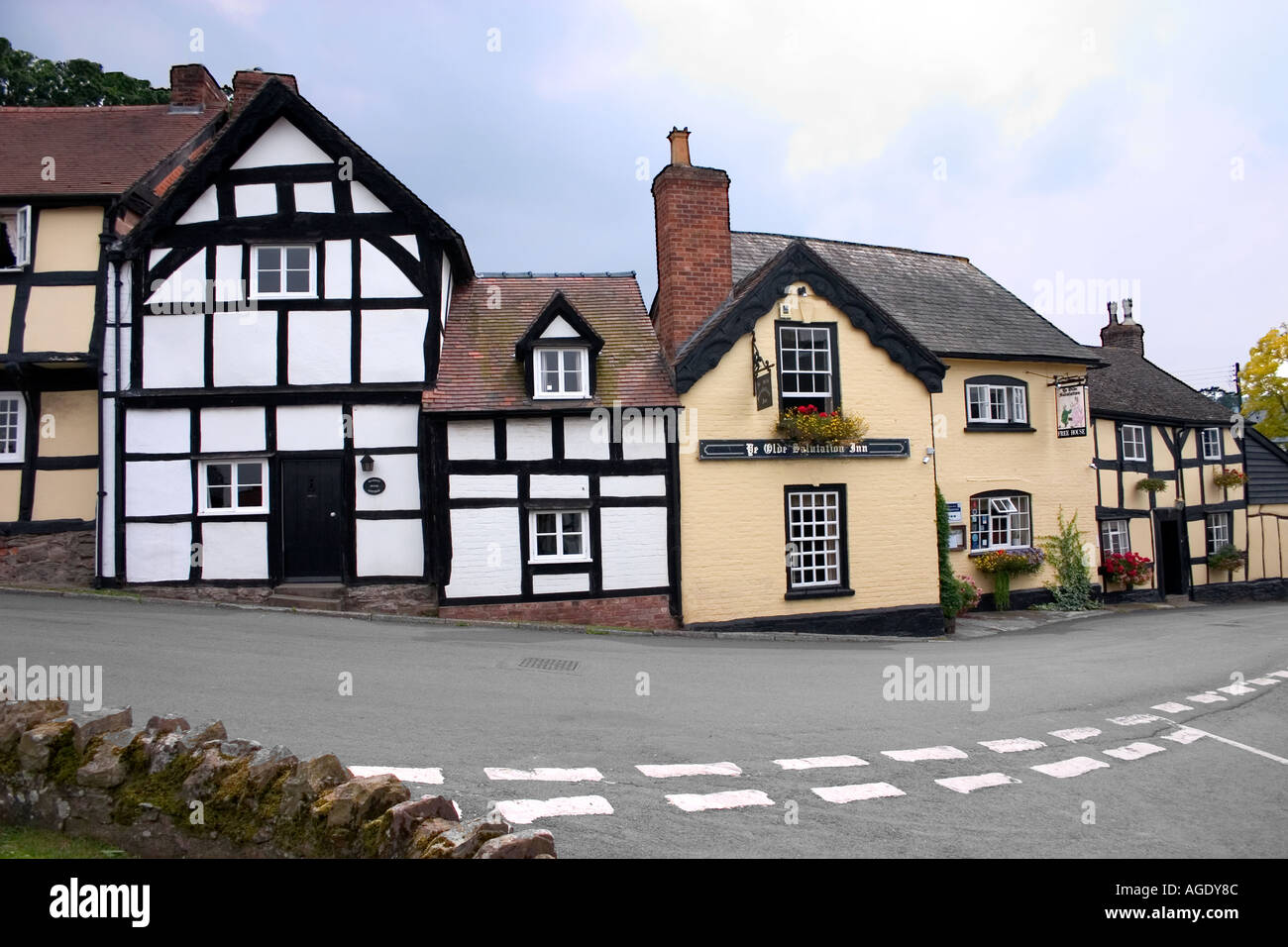 Timbered Houses and Pub Weobley Herefordshire - Stock Image
