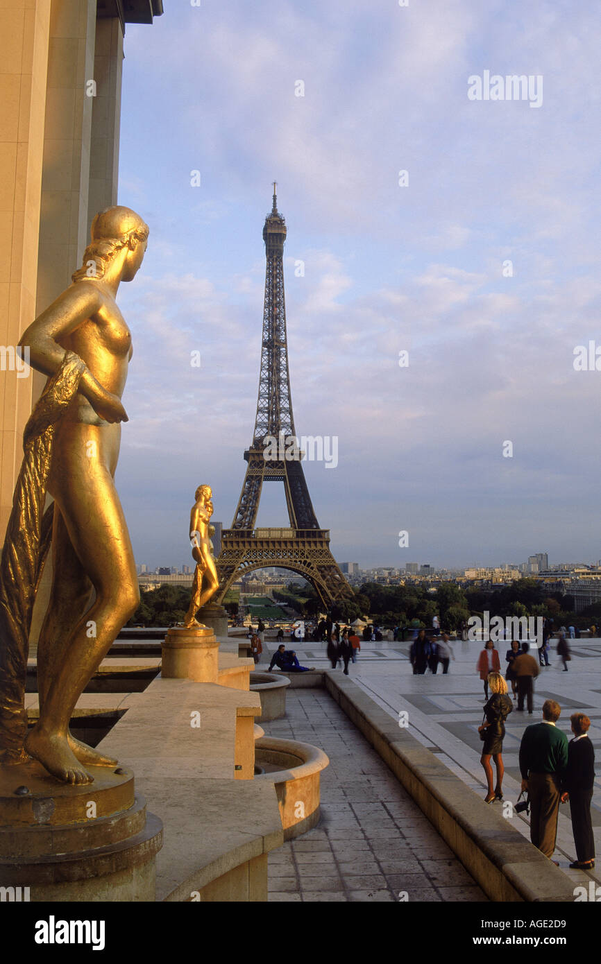 Eiffel Tower and Golden Figurines from Palais de Chaillot terrace - Stock Image