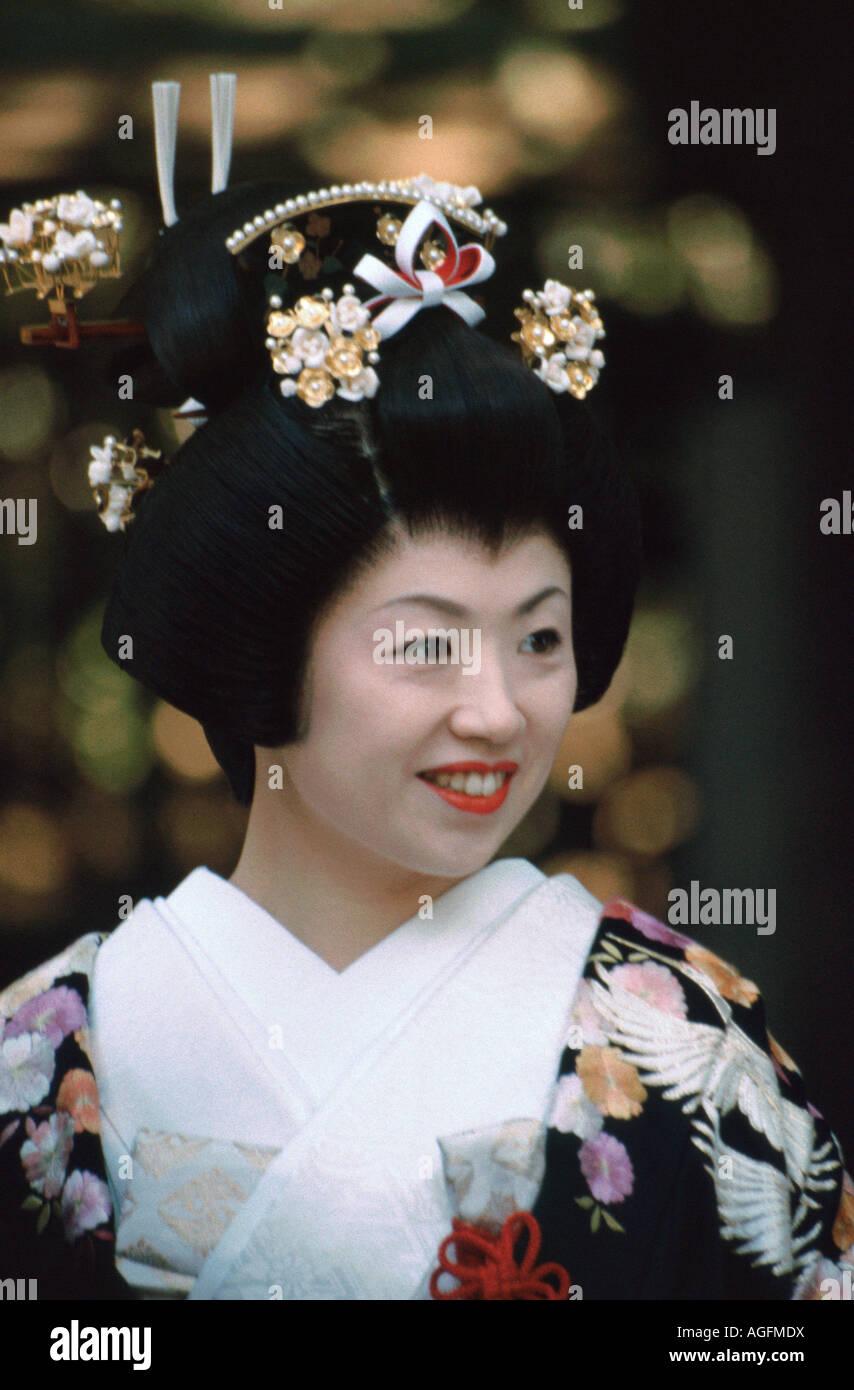 japanese bride wearing traditional kimono gown & shimada hairstyle