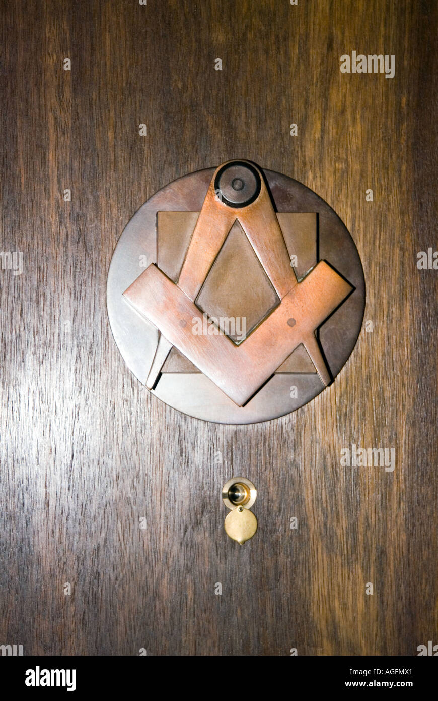 brass door knocker masonic symbols compass square inside a masonic lodge freemason freemasonry freemason secret H3MHRW AGFMX1 1AGFMX1 - Stock Image