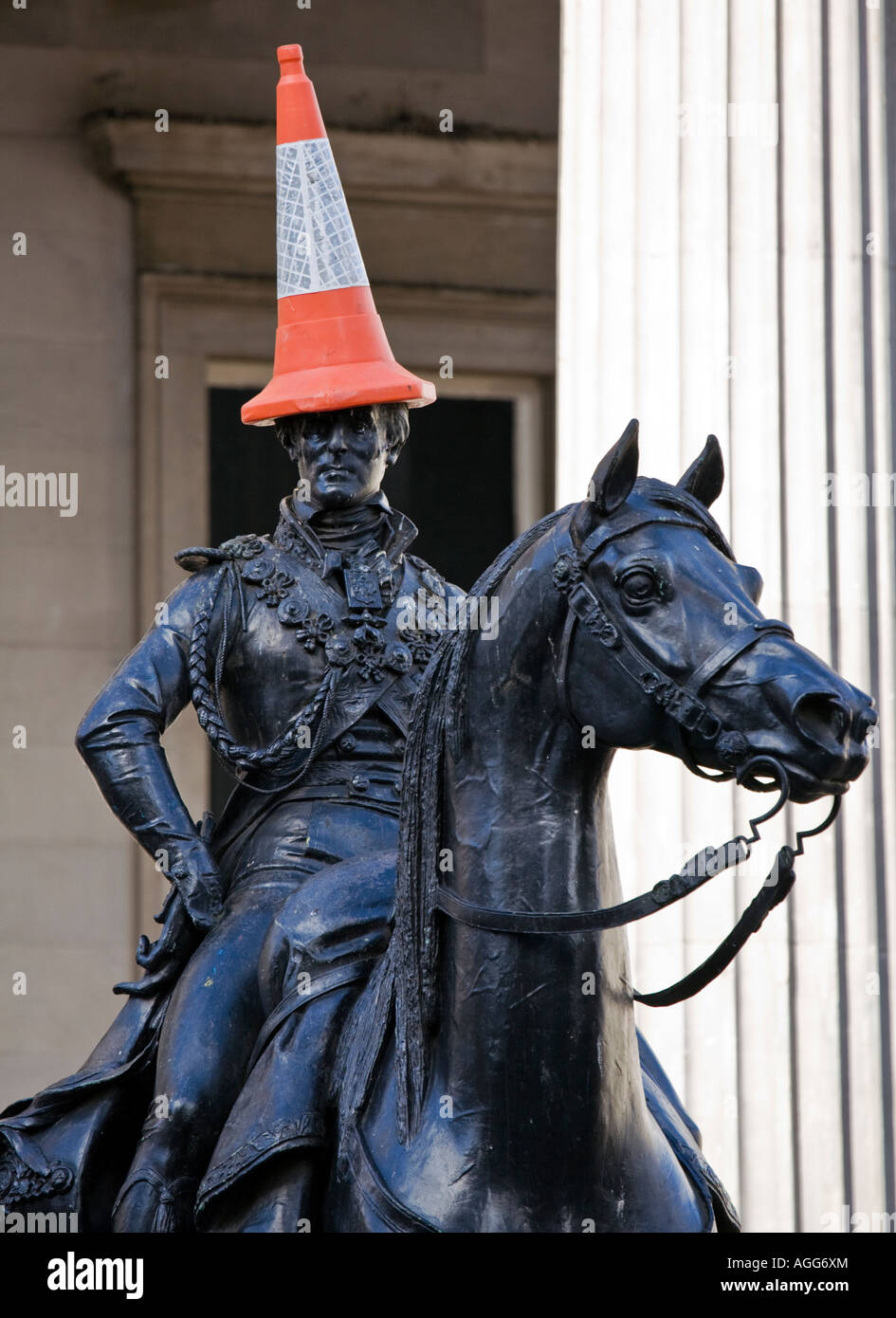 The Duke of Wellington on his horse wearing a traffic cone for a hat, Royal Exchange Square, Glasgow, Scotland. - Stock Image