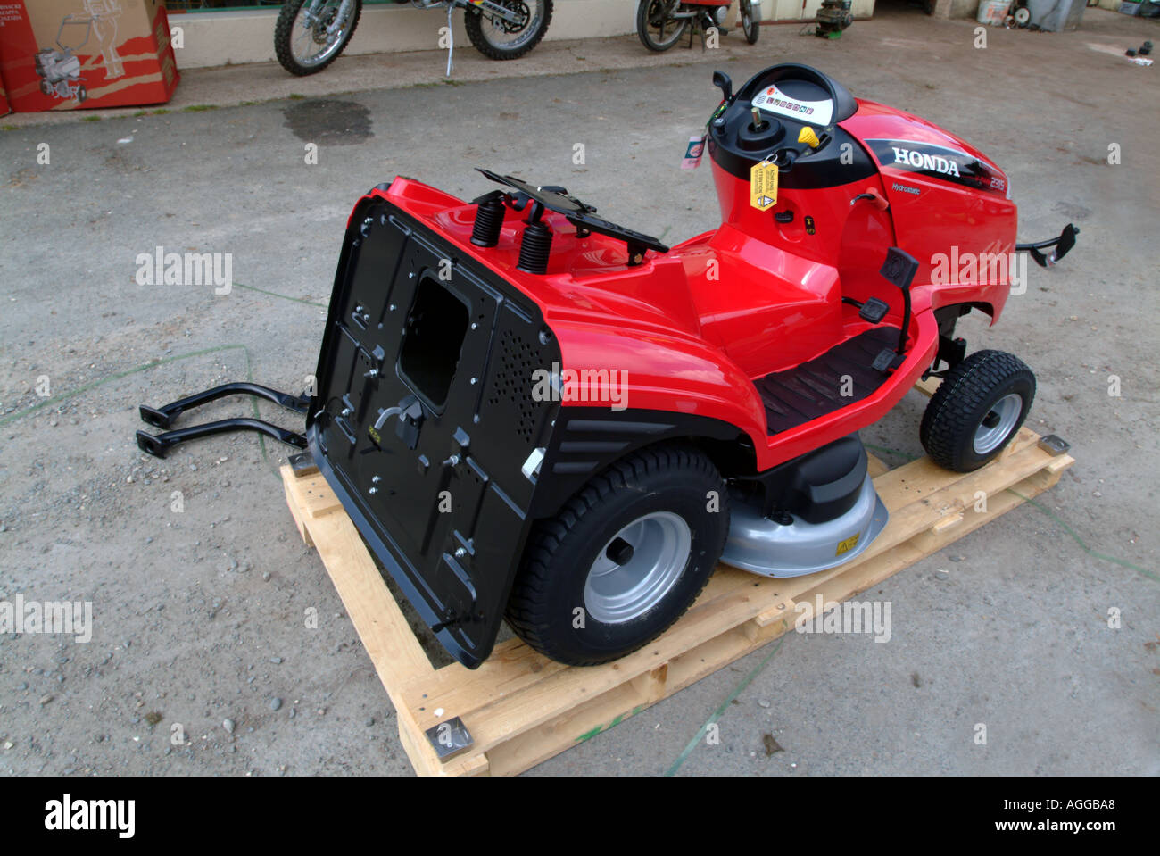 New motor mower being assembled - Stock Image