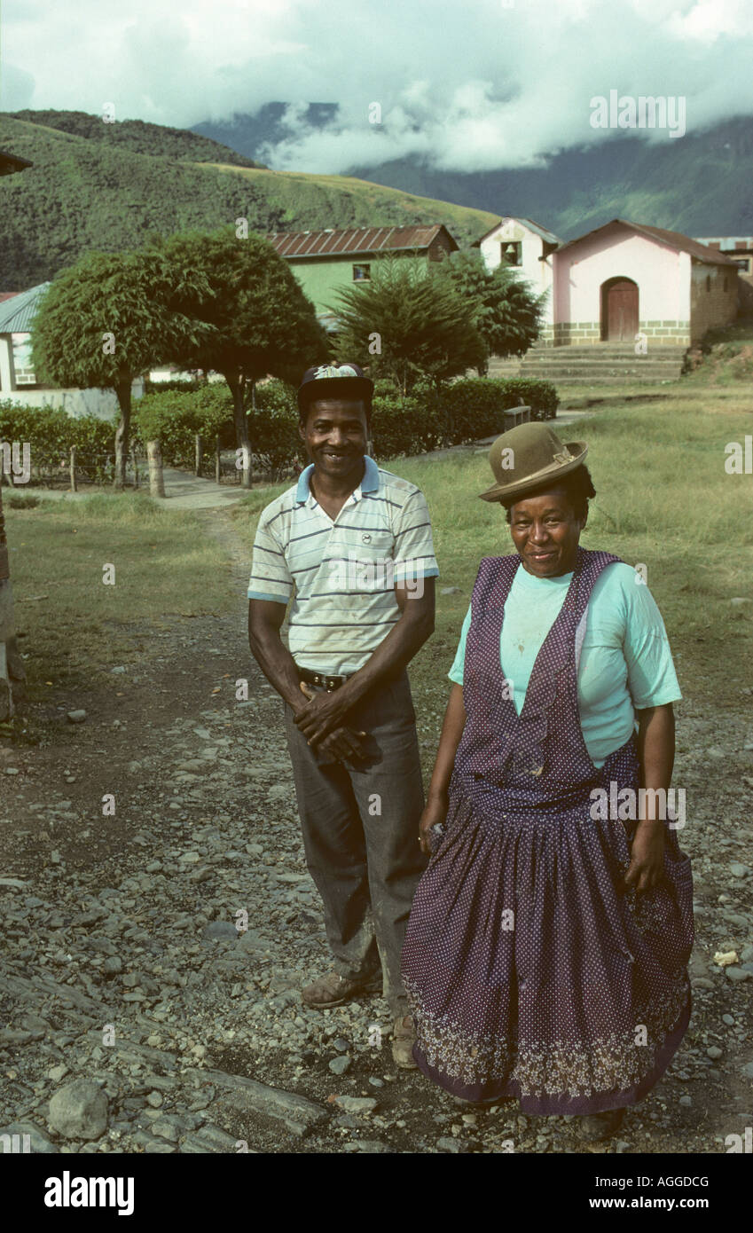 Bolivia, Coroico, Mid adult couple from African decendants dressed in Aymara indian clothes - Stock Image