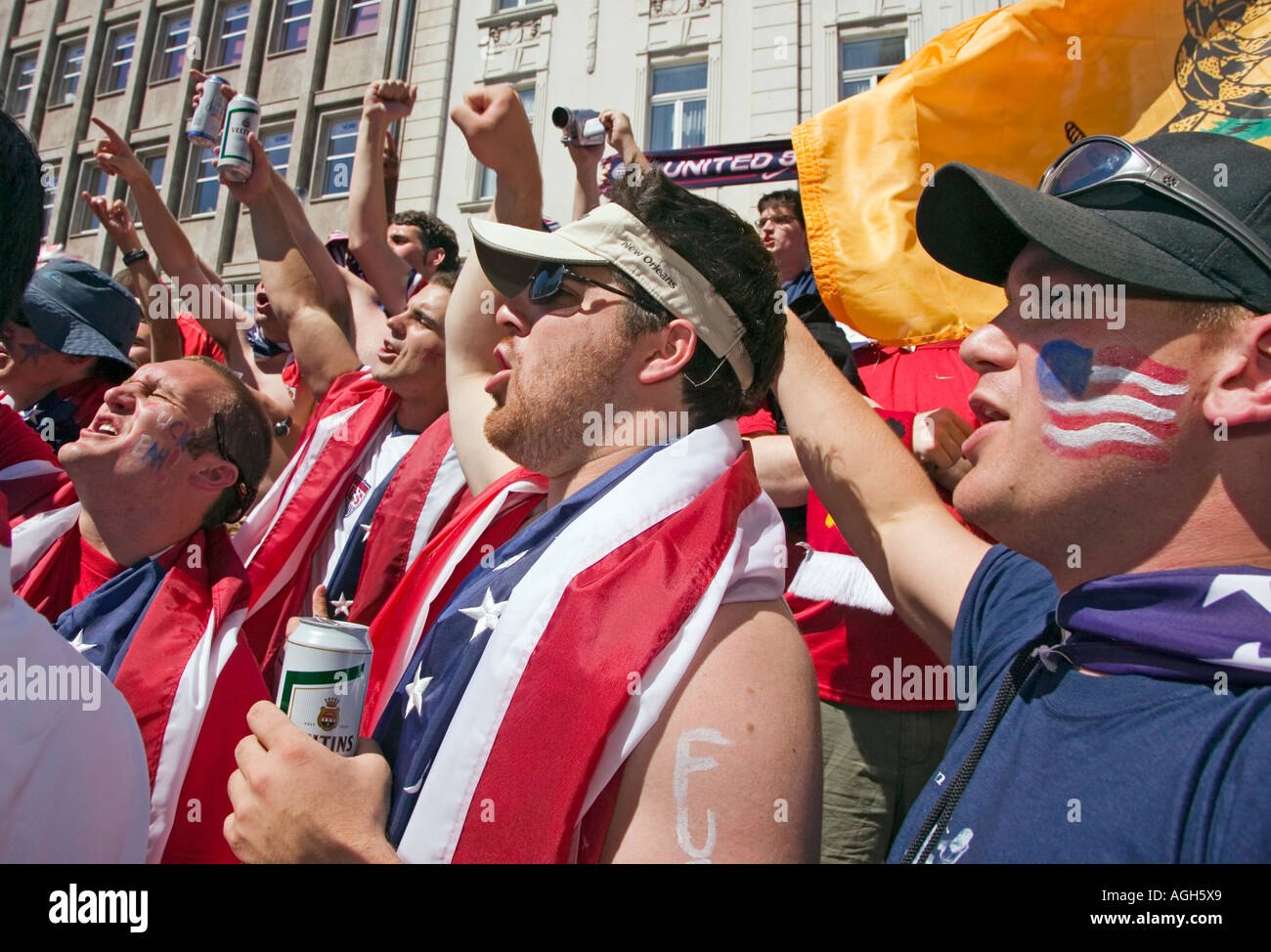 3b1604bd3 Us Fans Cheering Stock Photos & Us Fans Cheering Stock Images - Alamy
