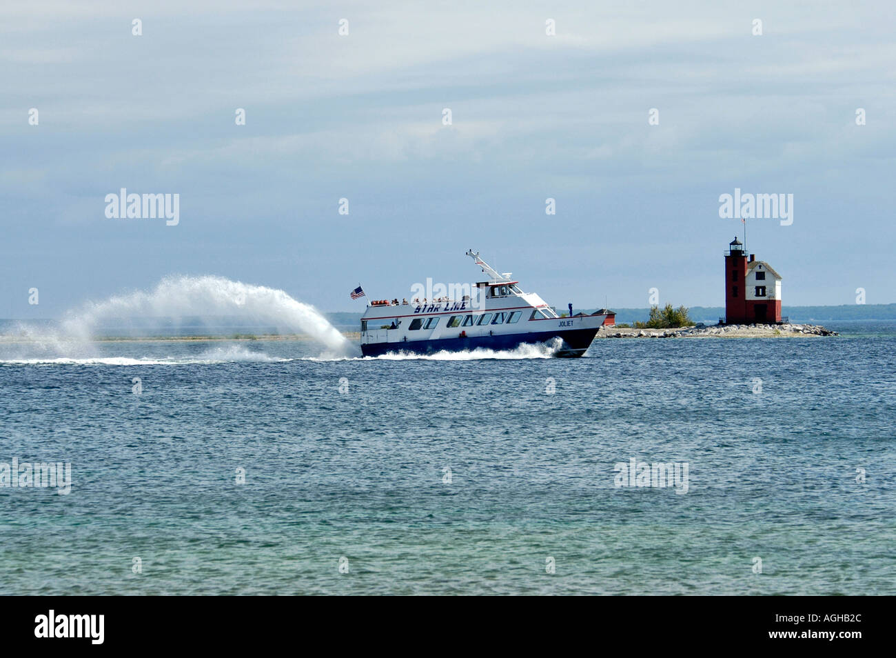 High seed boats transports tourists Mackinaw Island in Michigan between the Upper and Lower Peninsula in Lake Huron - Stock Image