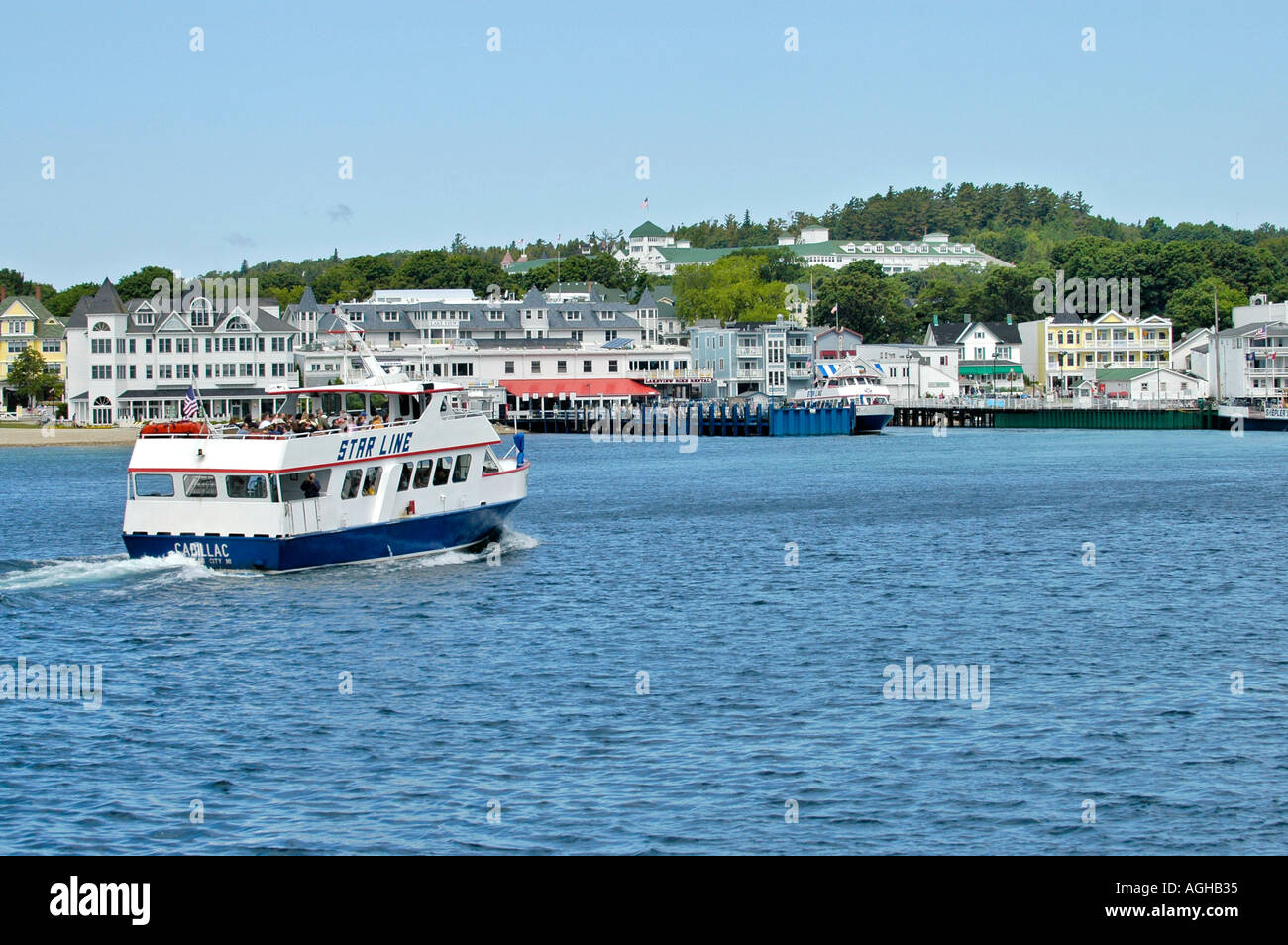 High seed boats transports tourists to mackinac Mackinaw Island in Michigan between the Upper and Lower Peninsula in Lake Huron - Stock Image