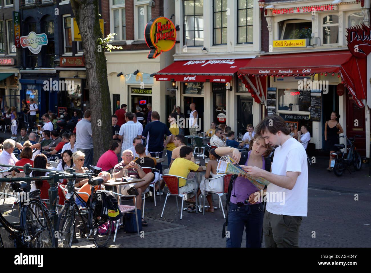 A street cafe and tourists with a city map, Amsterdam, Netherlands - Stock Image