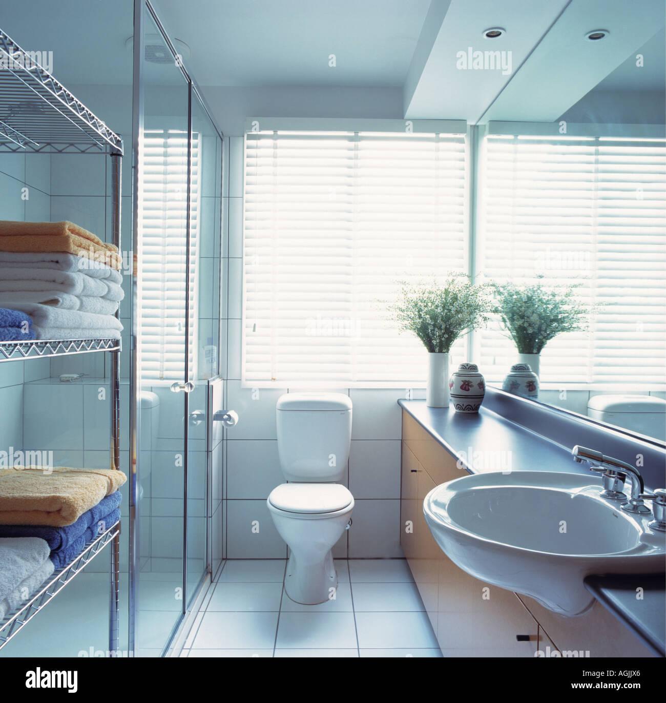 Long Narrow Bathroom Stock Photo: 8128549 - Alamy