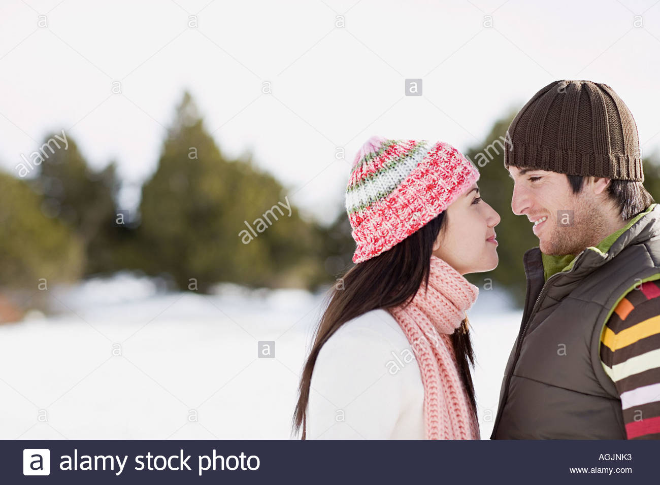 Smiling couple wearing knit hats - Stock Image