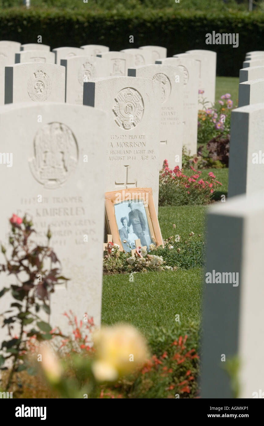 The graves of British servicemen killed in the Normandy Campaign at rest in the Commonwealth War Graves Cemetery Stock Photo