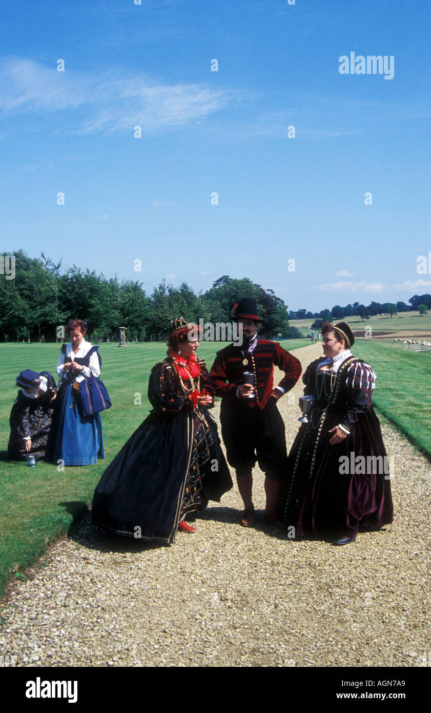People dressed up in Elizabethan costumes - Stock Image